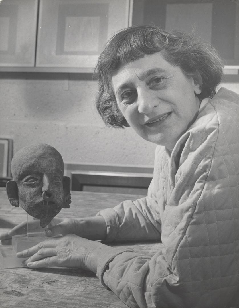 Lee Boltin, Anni Albers with Pre-Columbian head, 1958.Courtesy of The Josef and Anni Albers Foundation 1976.28.926 © Lee Boltin
