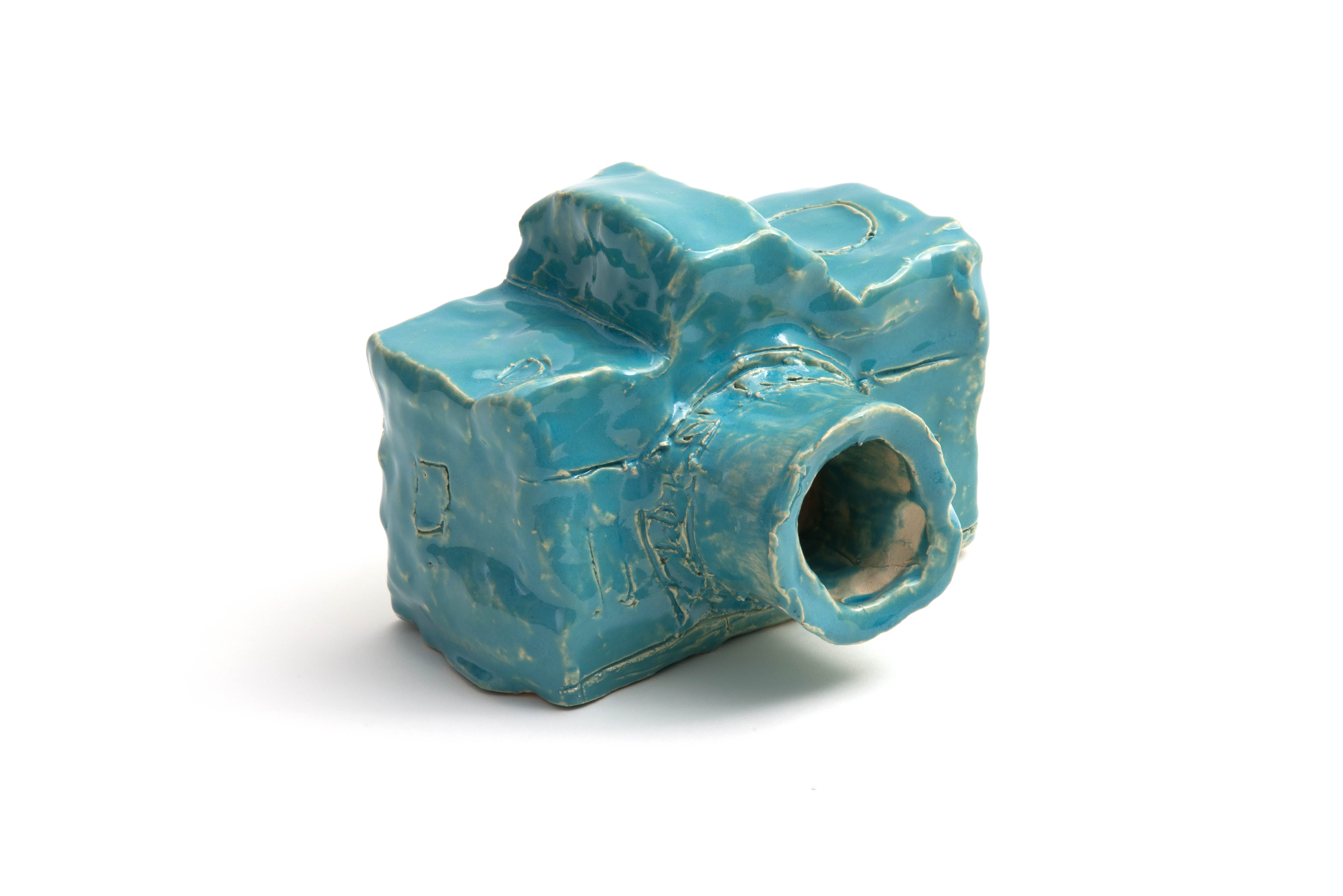 Alan Constable, Untitled (AC0005 / ACC17-0006), 2017. Glaze, earthenware, 4.25 x 6 x 4.75 inches. Courtesy DUTTON and Andrew Edlin Gallery