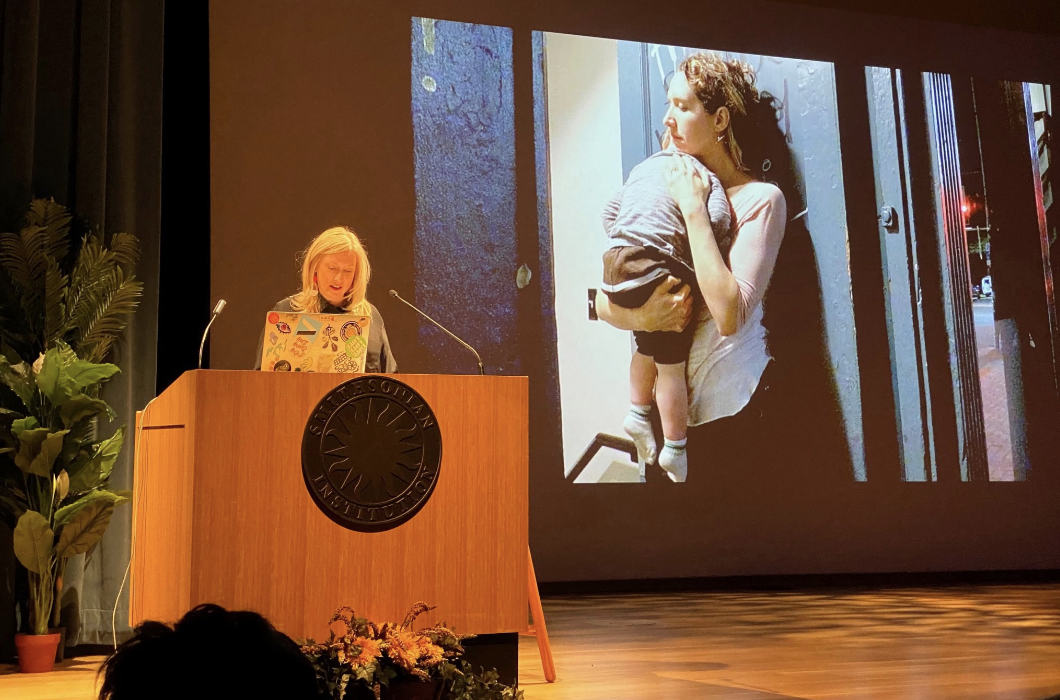 Mary Louise Schumacher lecturing at the Smithsonian American Art Museum in 2019. Photo by Ken Hanson.