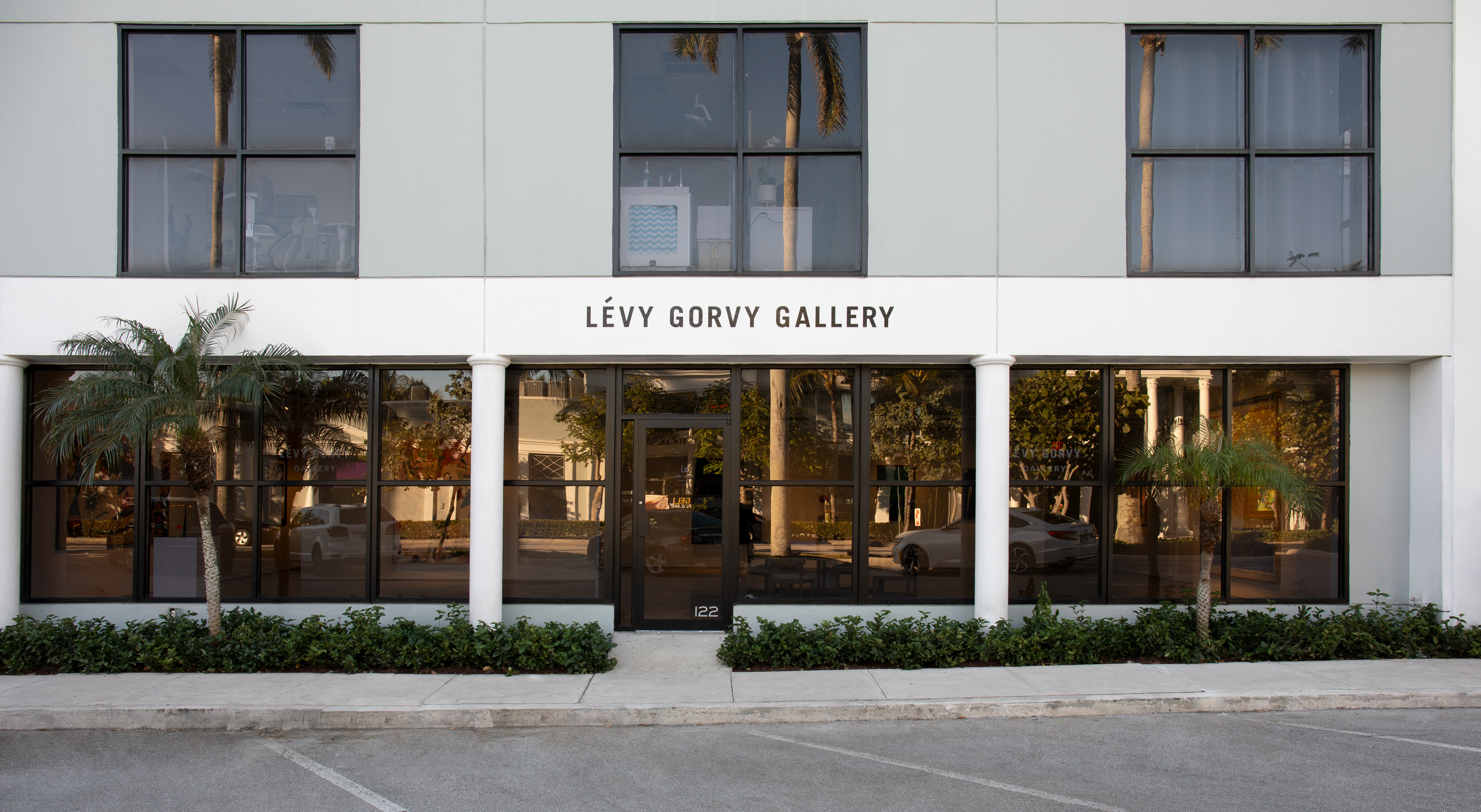 The exterior of Lévy Gorvy gallery in the Royal Poinciana Plaza, Palm Beach. Photo: Oriol Tarridas