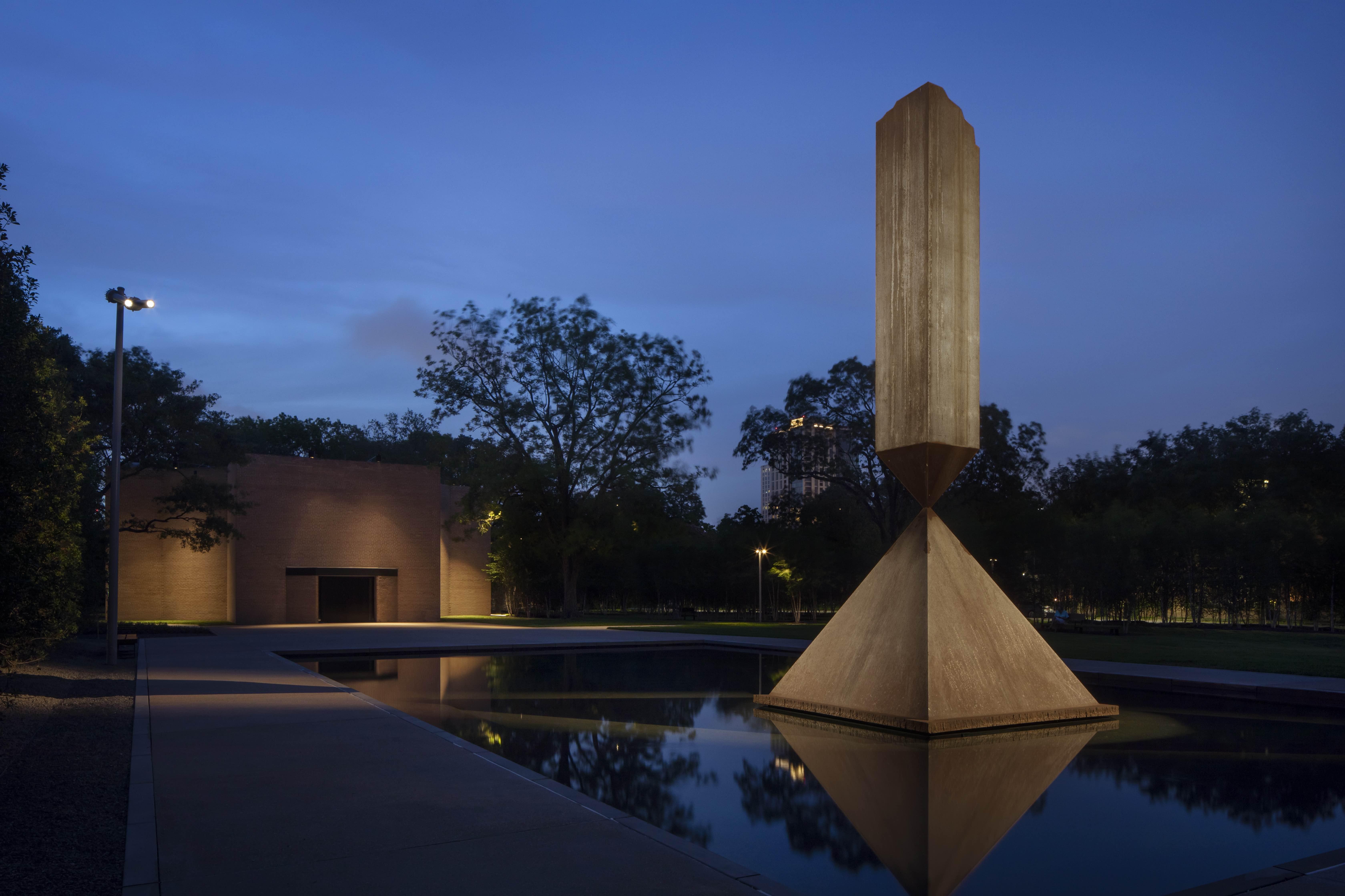 The Rothko Chapel plaza. © Elizabeth Felicella